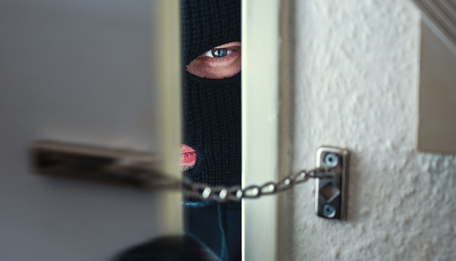 Så tar sig inbrottstjuven in i din bostad
